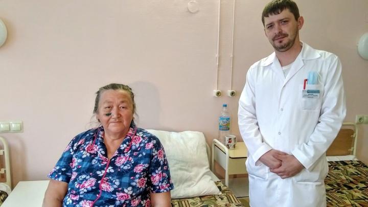 Ветка почти насквозь проткнула лицо. Тюменские врачи спасли женщину, которая упала на осиновый сук