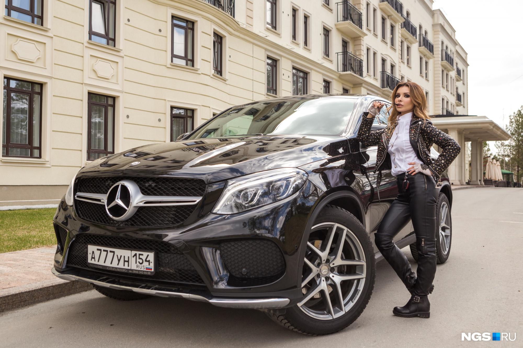 Девушка года 2018: читатели НГС выбирают самых красивых наAudi и Mercedes