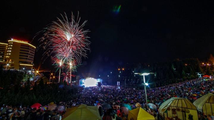 Салют, праздник национального костюма и открытие фонтана-часов: с днем рождения, Уфа!