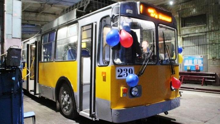 Не новый, а поющий: в салоне троллейбуса для омичей будут выступать барды