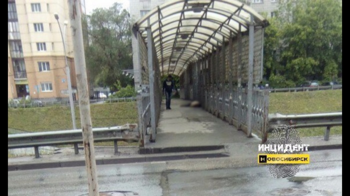 В переходе на Ипподромской новосибирцы обнаружили труп мужчины (фото)