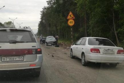 Кроме заблокированной женщины в ДТП пострадали два человека