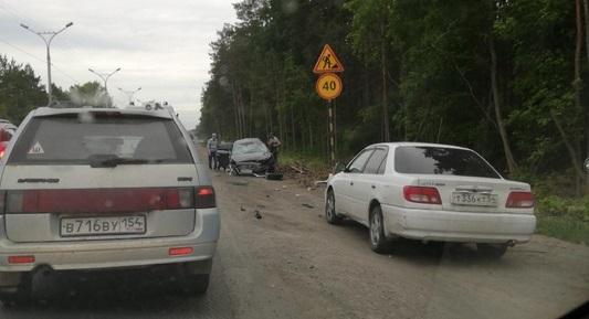 Женщину заблокировало в машине после ДТП на Бердском шоссе