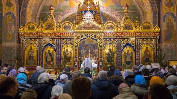 «Миг волшебства». Сотни красноярцев пришли в храмы в ночь на Рождество. Самые яркие кадры