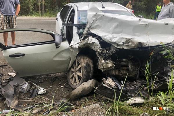 Двери машины вырубали топором чтобы достать пострадавших
