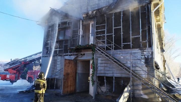 Понадобилась эвакуация: в Челябинске загорелся конноспортивный клуб