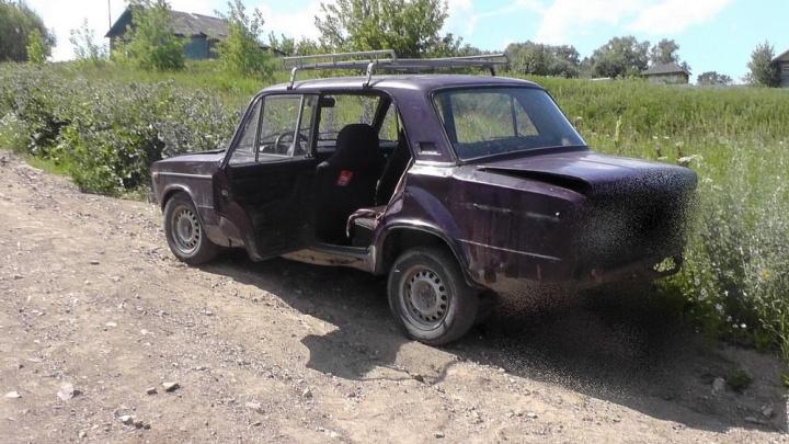 Автомобиль скатился назад: в Зауралье насмерть сбили 62-летнюю женщину