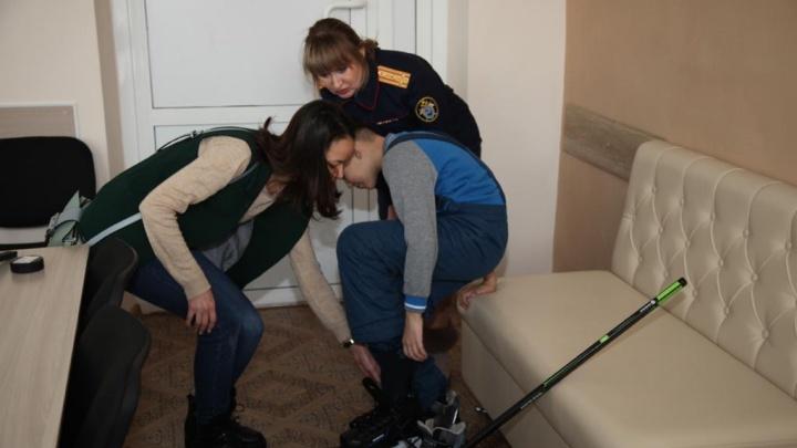 Ребёнку, который стоял коленями на гречке, разрешили остаться с мамой