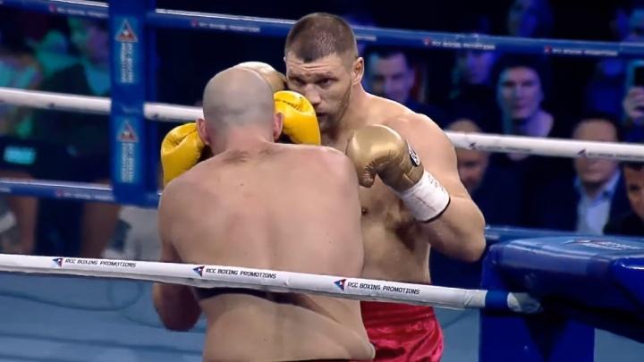 Появилось видео красивой победы волгоградского супертяжеловеса Романова над канадцем Карманом