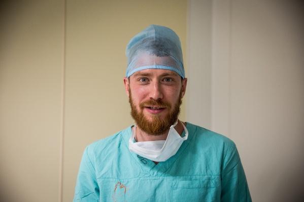 Кардиохирург Александр Романов давно занимается исследованиями, которые помогают лечить пациентов с сердечными болезнями