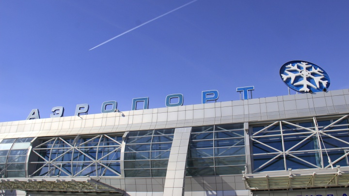 Матерящийся пассажир напал на полицейского в аэропорту Толмачёво