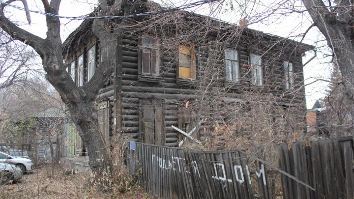 Исчезающий деревянный Омск: в центре города разрушаются столетние дома