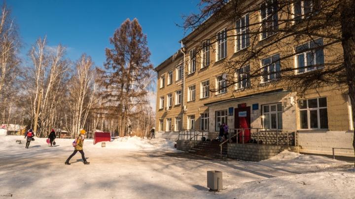 Денег нет: переполненная новосибирская школа останется без нового здания