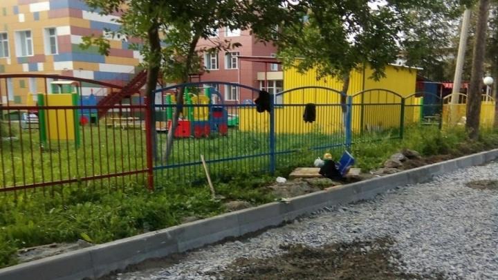 Избиратели просили: мэрия объяснила строительство парковки вплотную к детскому саду