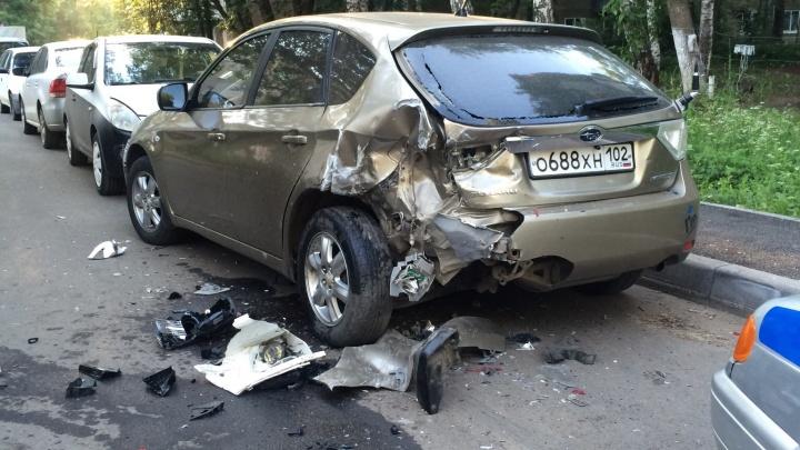Угнал «Ауди» и разбил пять машин: непутевый уфимский угонщик не справился с управлением