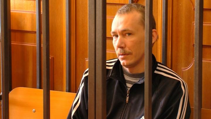 «С ножом у горла»: суд отправил в тюрьму «дядю Васю» за изнасилование 10-летней девочки