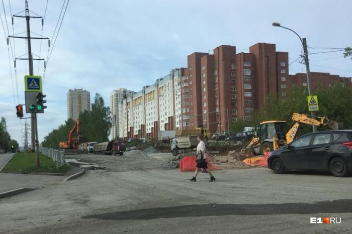 На улице Патриса Лумумбы до сих пор идет ремонт