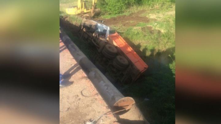 В Башкирии МАЗ упал с моста в реку
