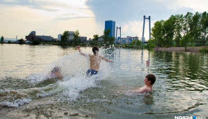 Подростки в конце апреля начали прыгать в Енисей с Вантового моста. Видео