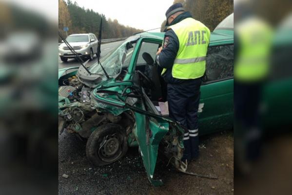 Обе машины сильно пострадали. Водителя Priora спасла подушка безопасности