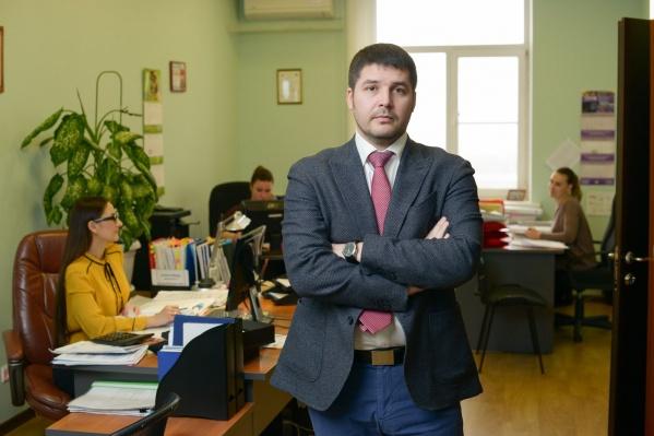 Недавно поддержку фонда получил предприниматель, который занимается установкой металлопластиковых конструкций в Батайске