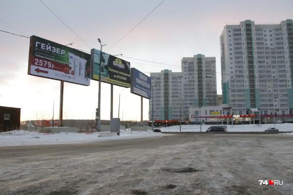 Администрация города воюет с рекламой в спальных районах, при этом центр мегаполиса до сих пор похож на огромный рынок