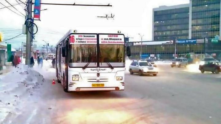 Пассажиру автобуса оторвало ногу на площади Труда