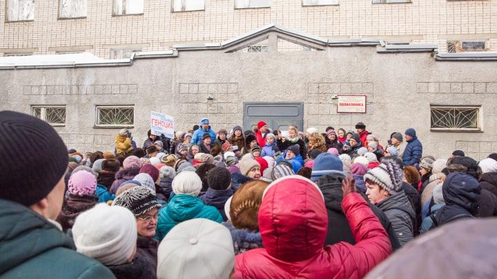 «Блеф!»: в Ярославле устроили митинг против объединения больниц. Люди не поверили, что будет хорошо