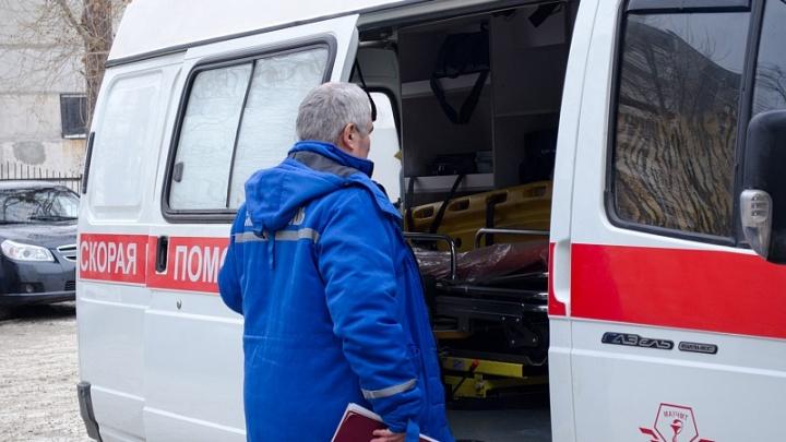 «Был пьян, выломал дверь»: в Челябинске семиклассница ударила ножом отчима