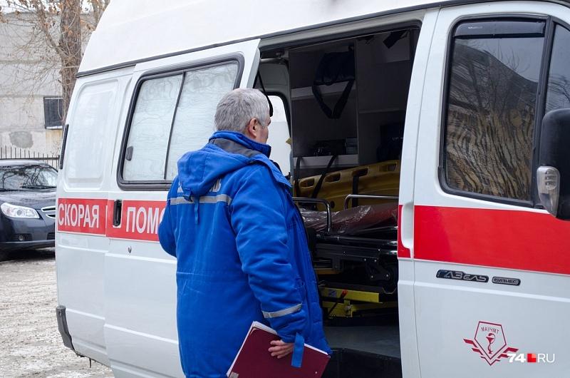 Пьяного мужчину с раненым плечом увезли в больницу