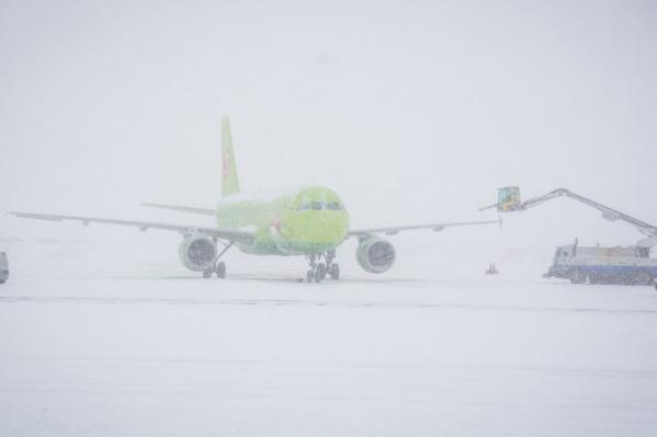 Самолётзапросил вынужденную посадку из-за плохой погоды