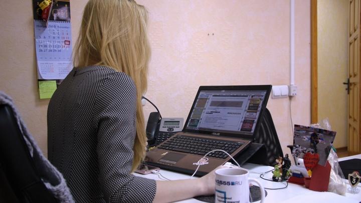 Четверти опрошенных омичей запрещено пить чай за офисным столом
