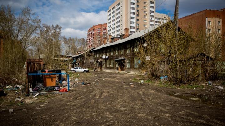 Само развалится: 1500 домов в Новосибирске могут стать аварийными, но на их расселение нет денег