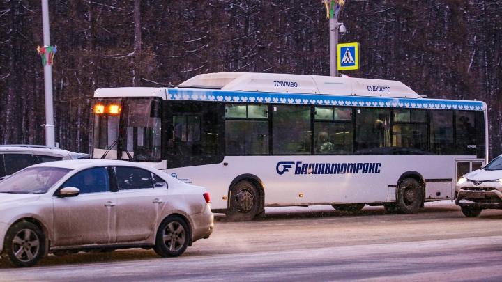 Жители республики жалуются, что автобусы «Башавтотранса» до сих пор ездят на летней резине