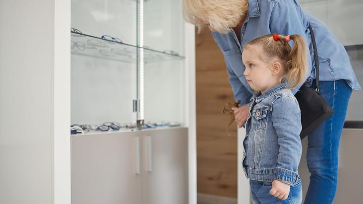«Важно соблюдать режим зрительных нагрузок»: несколько советов о том, как сохранить зрение ребенка