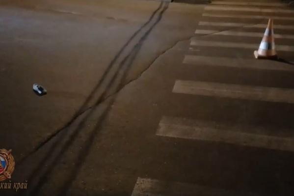 Водитель проигнорировал красный сигнал светофора и наехал на пешехода