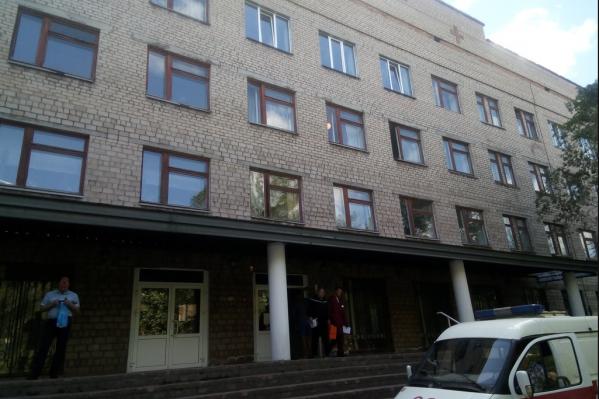 Четырёхэтажное здание поликлиники рассчитано на ежедневный приём 375 пациентов