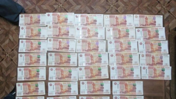 Крышевал лесозаготовщика: в Шахунье задержали полицейского за крупную взятку