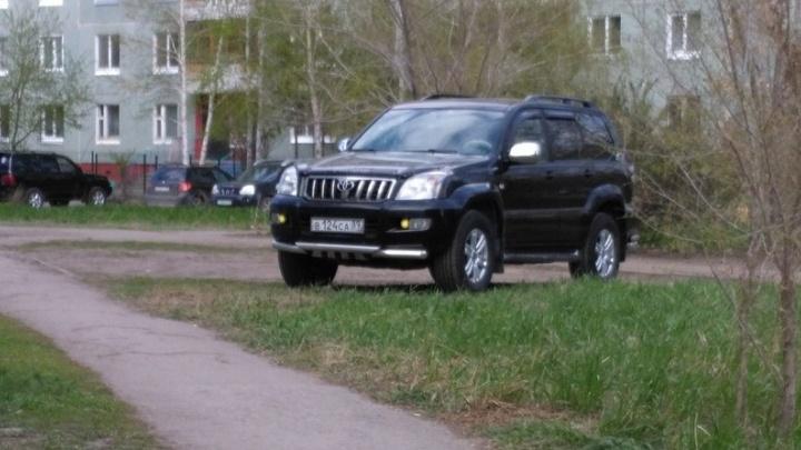 «Я паркуюсь как...»: стоянка на «зебре» и «инвалиды» на внедорожниках