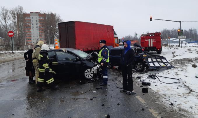 Раскуроченные машины: в Ярославле произошло серьёзное ДТП с пострадавшими