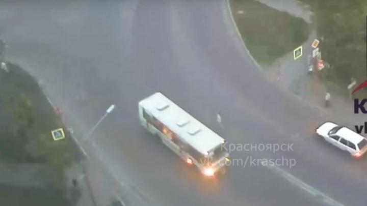 Водитель автобуса насмерть сбил выбежавшего на дорогу подростка. Дело ушло в суд