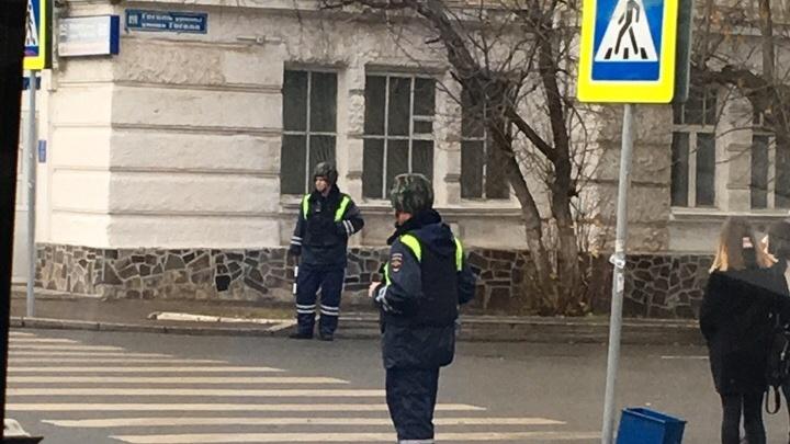В центре Уфы силовики в касках оцепили улицы