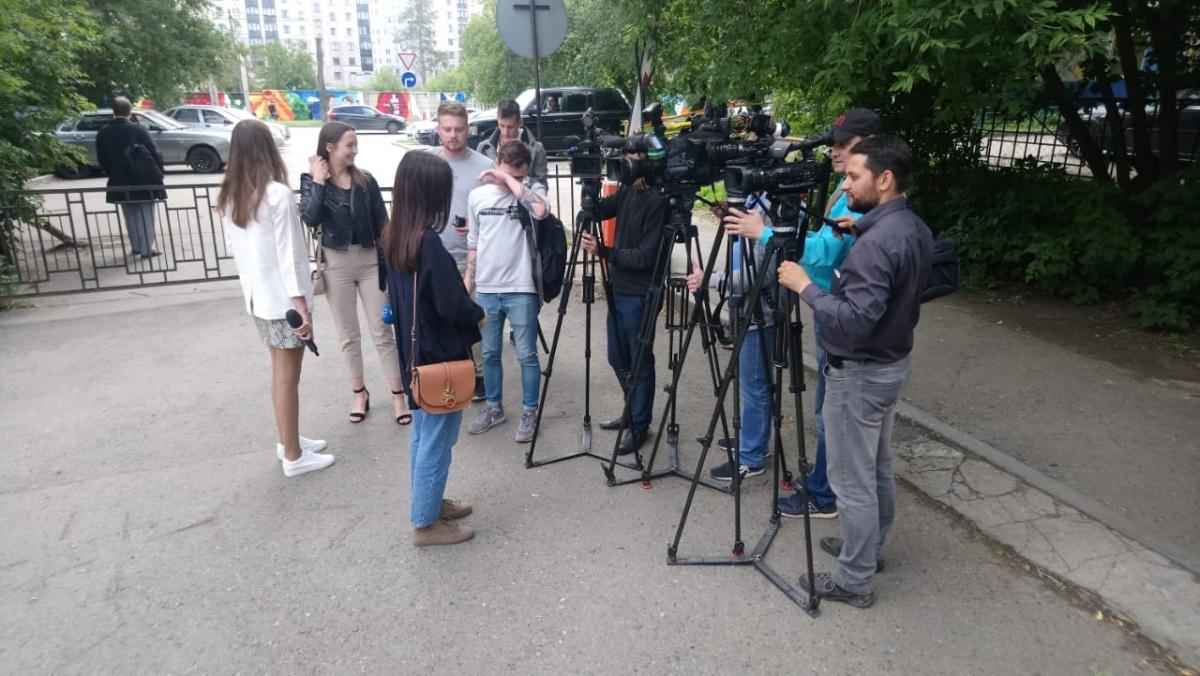 Журналисты возле суда, где рассматривается дело Владимира Пузырева, сбившего на Фурманова трех человек