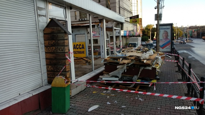 Павильоны на Театральной площади закрыли и снова начали сносить