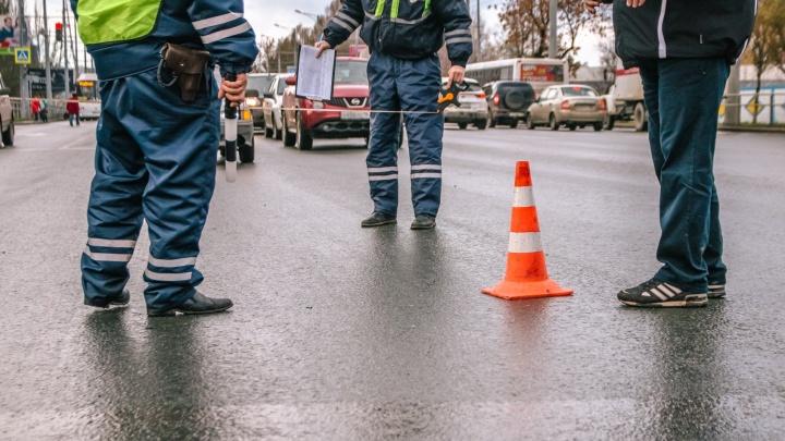 Под Сызранью водитель грузовикаMercedes сбил женщину, которая шла ночью по трассе