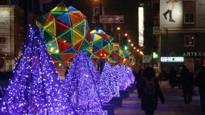 Город-сказка: любуемся украшенным к Новому году Омском