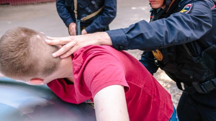 В Самаре четырех сотрудников уголовного розыска поймали при получении взятки в 600 000 рублей