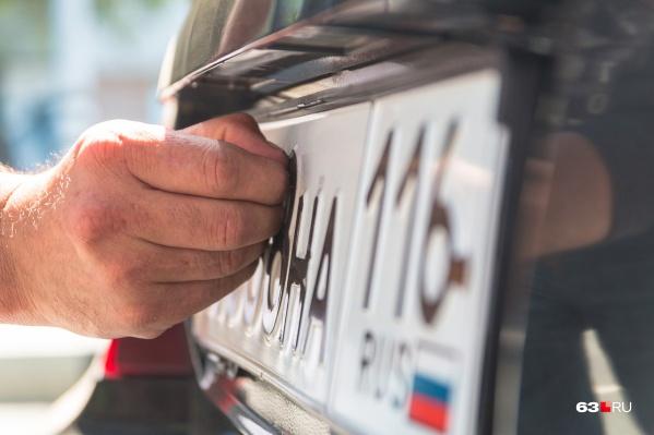 ГИБДД планирует запустить выдачу номеров в автосалонах в феврале