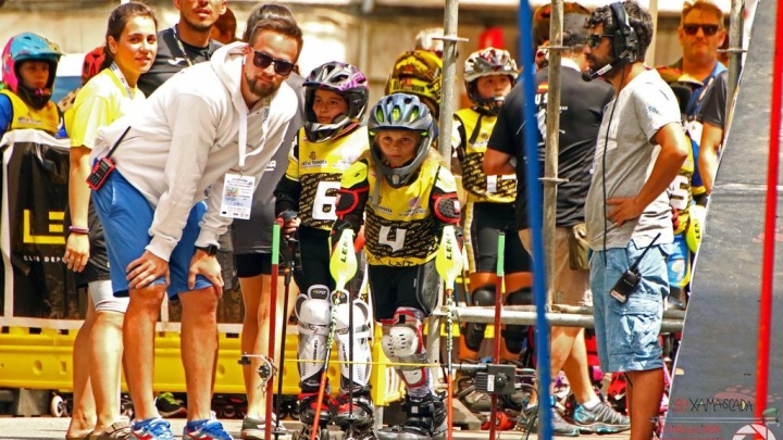 Маленькие спортсменки из Екатеринбурга завоевали медали на чемпионате Европы по слалому на роликах