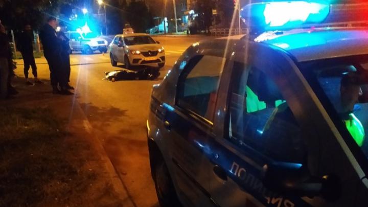 «Они были на машине, зачем бежать?»: водитель такси, сбивший насмерть полицейского, рассказал о ДТП